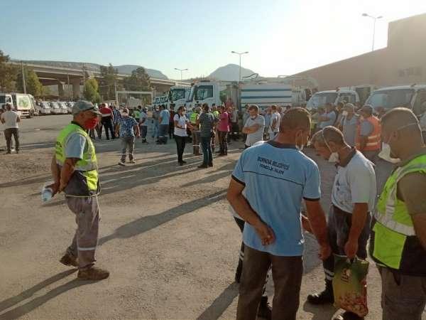Bornova Belediyesinde temizlik işçileri iş durdurma eylemi yaptı