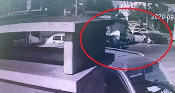 Kocaeli'de 11 aracın karıştığı zincirleme kaza güvenlik kameralarına yansıdı