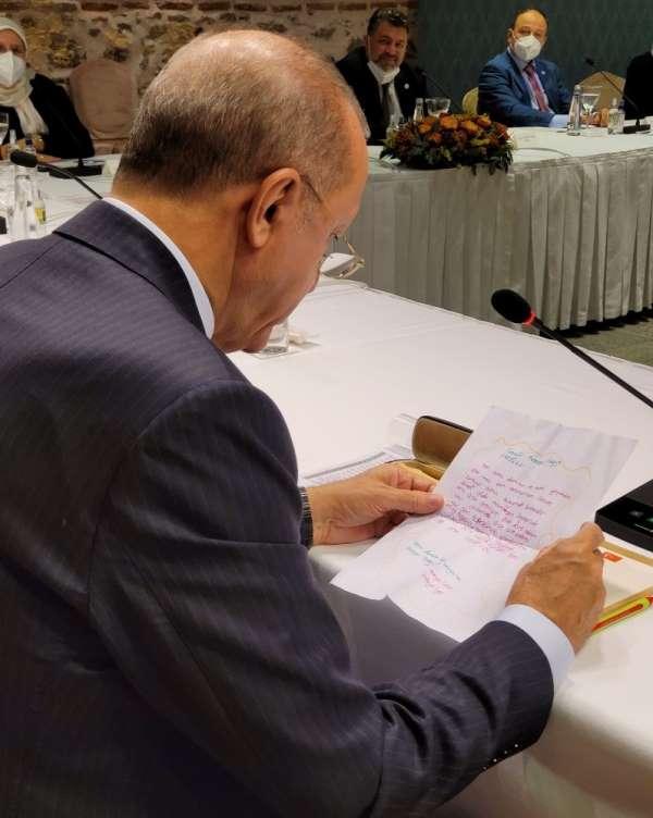 Cumhurbaşkanı Erdoğan'a Almanya'da yaşayan minik Sena'dan sevgi dolu mektup