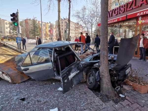 Kayseri'de sokağa çıkma kısıtlamasında feci kaza: 3 yaralı