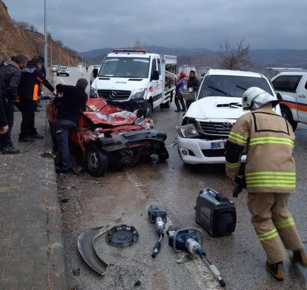 Tunceli-Elazığ karayolunda trafik kazası: 2 ölü, 1 yaralı