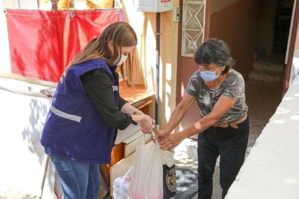Buca Belediyesinden Covid 19'a karşı 5 bin aileye temizlik paketi