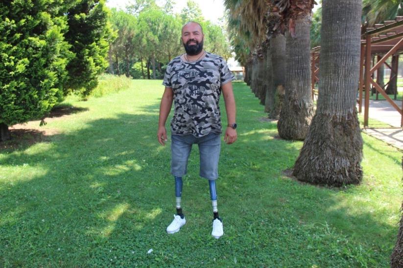Depremde 2 bacağını kaybetti, azmi ile herkese umut oluyor