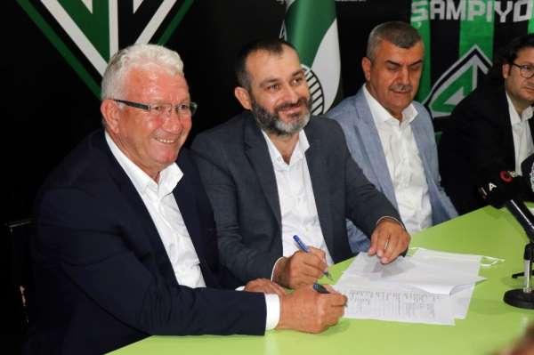 Sakaryaspor'un yeni teknik direktörü İsmail Ertekin oldu