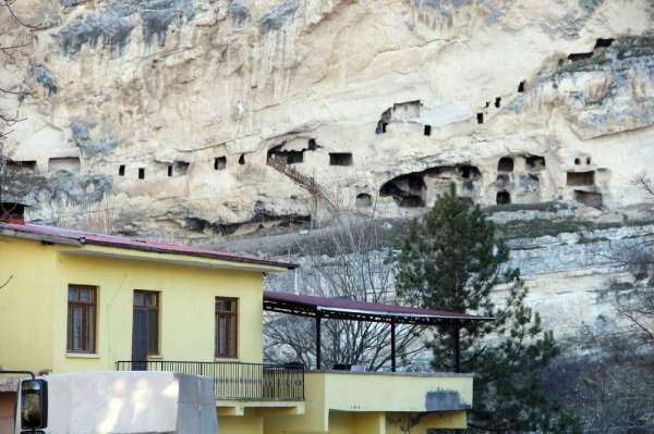 Tunceli'de derviş hücreleri olarak bilinen Urartu Mağaraları turizme kazandırılı
