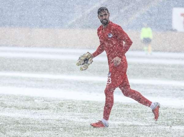 Ankaraspor - Keçiörengücü mücadelesine kar molası