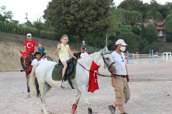 Şehit çocukları Sakarya Atlı Spor köyünde gönüllerince eğlendi