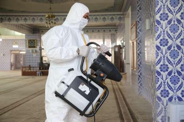 Gölbaşı Belediyesi camilerdeki temizlik çalışmalarına devam ediyor
